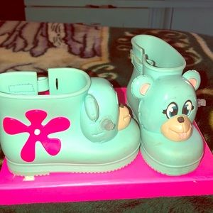 Mini Melissa toddler boots!